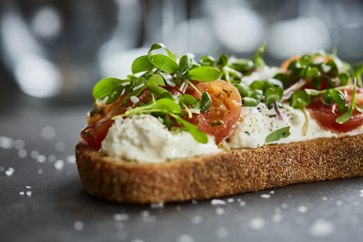 BAR MENU: STRACCIATELLA CHEESE CROSTINI